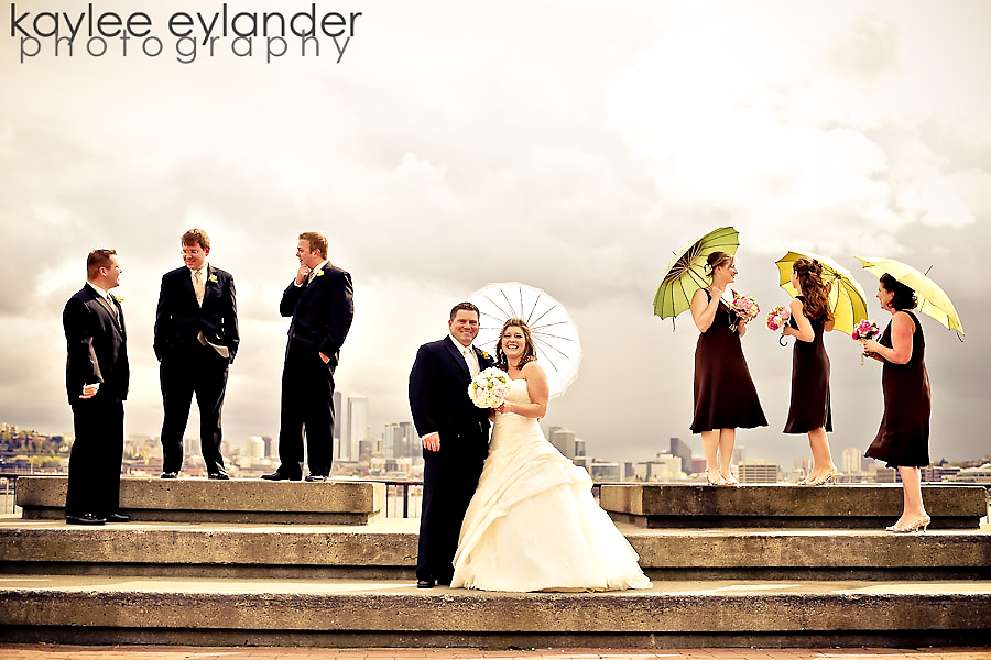 wedding party 6 Ah! I heart Bella Umbrellas...especially in Gasworks Park | Seattle Wedding Photographer