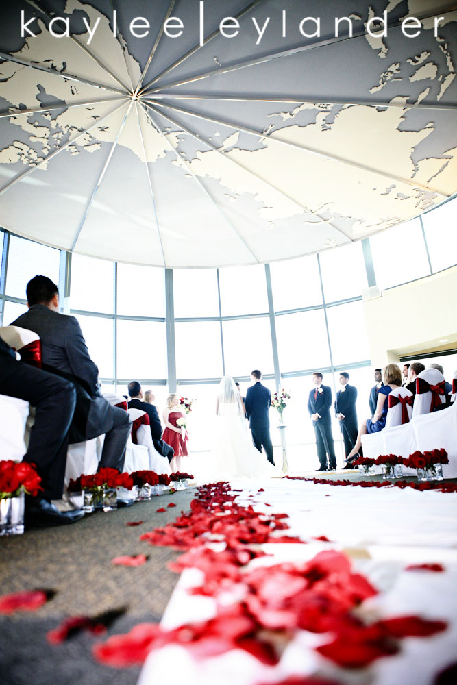 0504 Seattle World Trade Center Wedding | Red Roses and Sunshine!  | Seattle Wedding Photographers