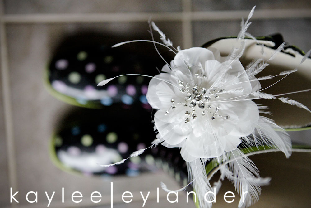 getting ready web0010 Bellingham DIY Wedding | A Wedding in the rain never looked so good!| Kaylee Eylander