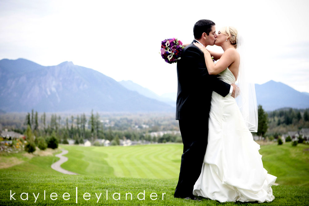 0207 Snoqualmie Ridge Golf Club Wedding | Modern Fun Wedding Photographer