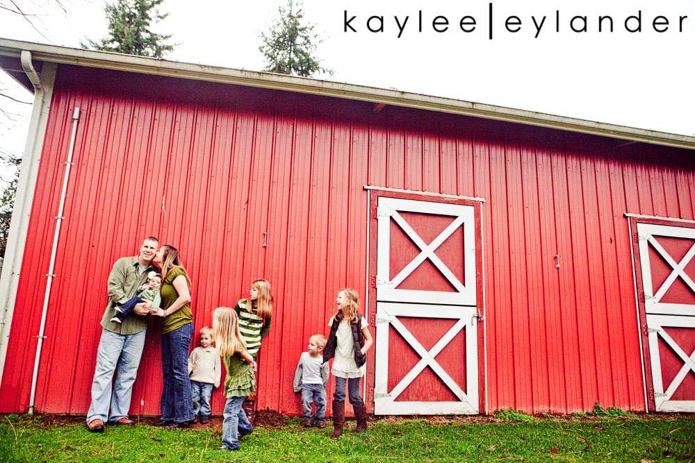 Snohomish Family photographers.Lindstrand 507 Family Lifestyle Portraits
