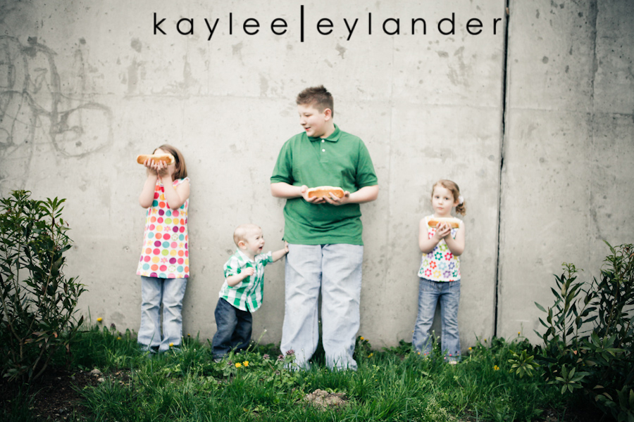 Snohomish Family Photographer 33 Nimmers, Dog & Hot Dogs....wow. | Modern Family Photographer