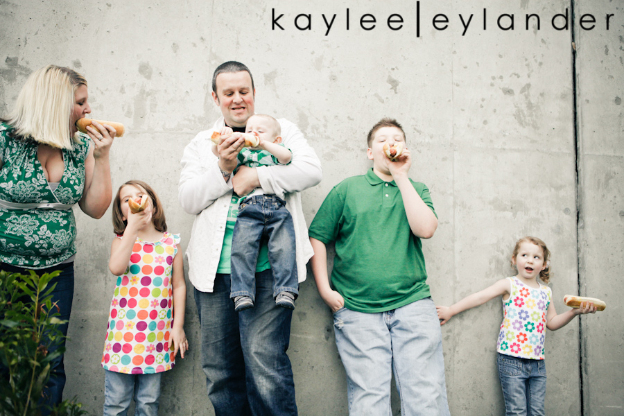 Snohomish Family Photographer 34 Nimmers, Dog & Hot Dogs....wow. | Modern Family Photographer