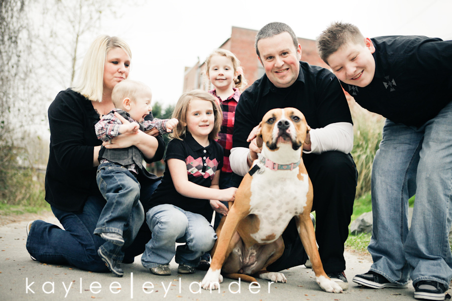 Snohomish Family Photographer 5 Nimmers, Dog & Hot Dogs....wow. | Modern Family Photographer