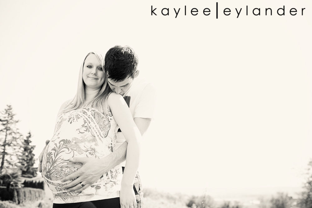 017 Snohomish Maternity Photographer | Baby Bump and...a deer?