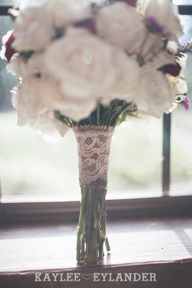 hill crest mt vernon wedding 15 Hillcrest Park Lodge Wedding | Mt Vernon | DIY Lace & Burlap Wedding