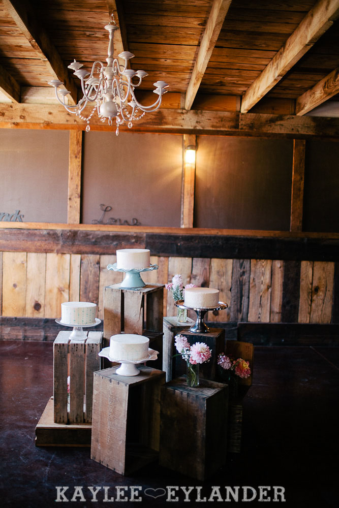 DIY Ritter Farms Wedding 23 Ritter Farms DIY Wedding | Cle Elum Wedding | Turquoise Piano in a field...need I say more?