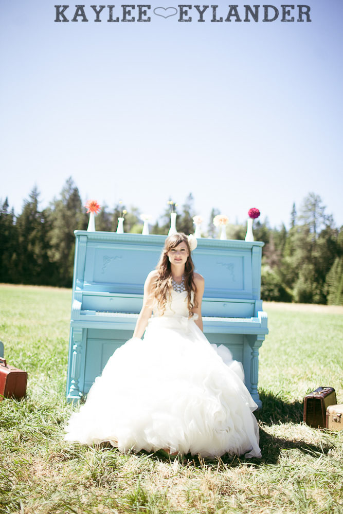 Ritter Farms DIY WEdding First Look 16 Ritter Farms DIY Wedding | Cle Elum Wedding | Turquoise Piano in a field...need I say more?