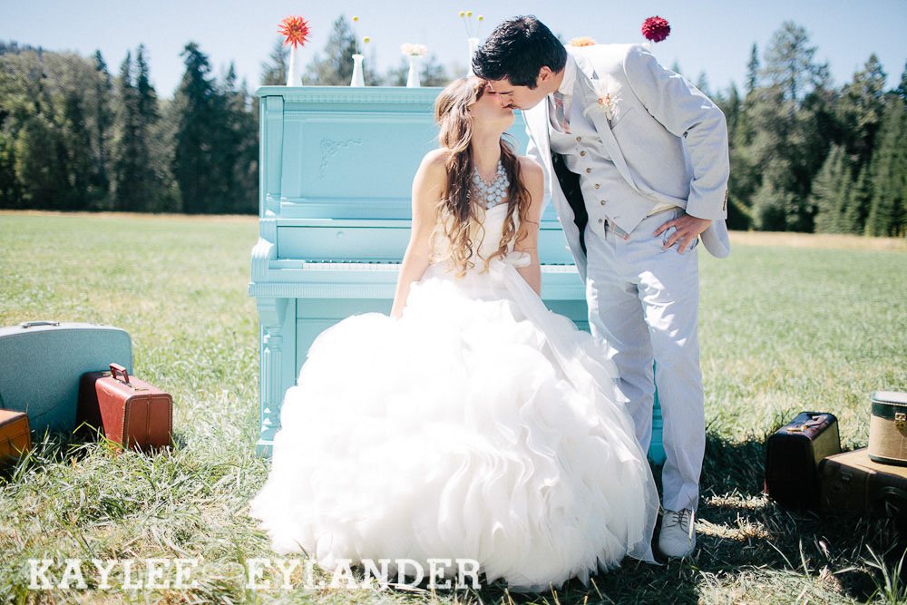 Ritter Farms DIY WEdding First Look 17 Ritter Farms DIY Wedding | Cle Elum Wedding | Turquoise Piano in a field...need I say more?
