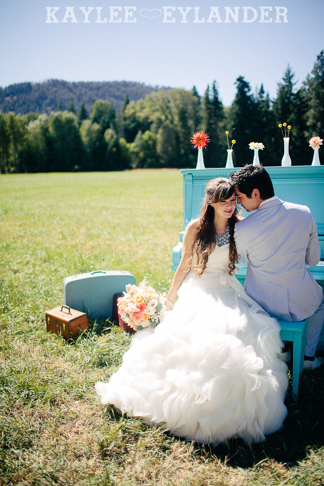Ritter Farms DIY WEdding First Look 20 Ritter Farms DIY Wedding | Cle Elum Wedding | Turquoise Piano in a field...need I say more?