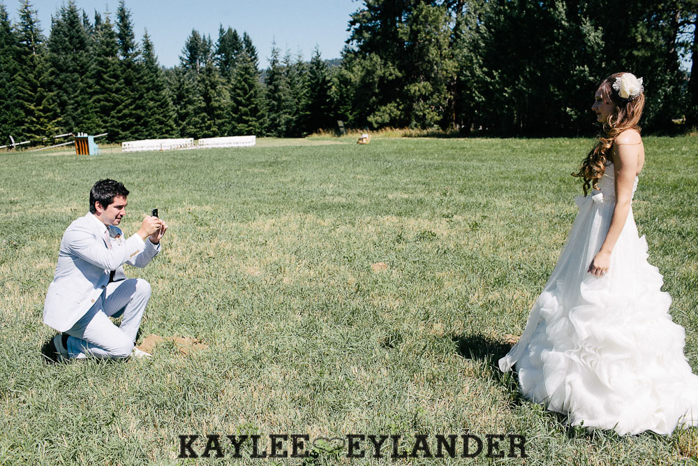Ritter Farms DIY WEdding First Look 6 Ritter Farms DIY Wedding | Cle Elum Wedding | Turquoise Piano in a field...need I say more?