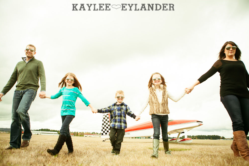 Seattle Family Photographer 11 Arlington Airport Family Portraits! | The Bogners (some of my favorite people in the world!)