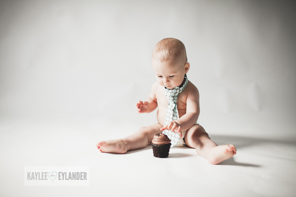 Cake Smash 1 year birthday kaylee eylander 4 Cake Smash | Lake Stevens Baby Photographer