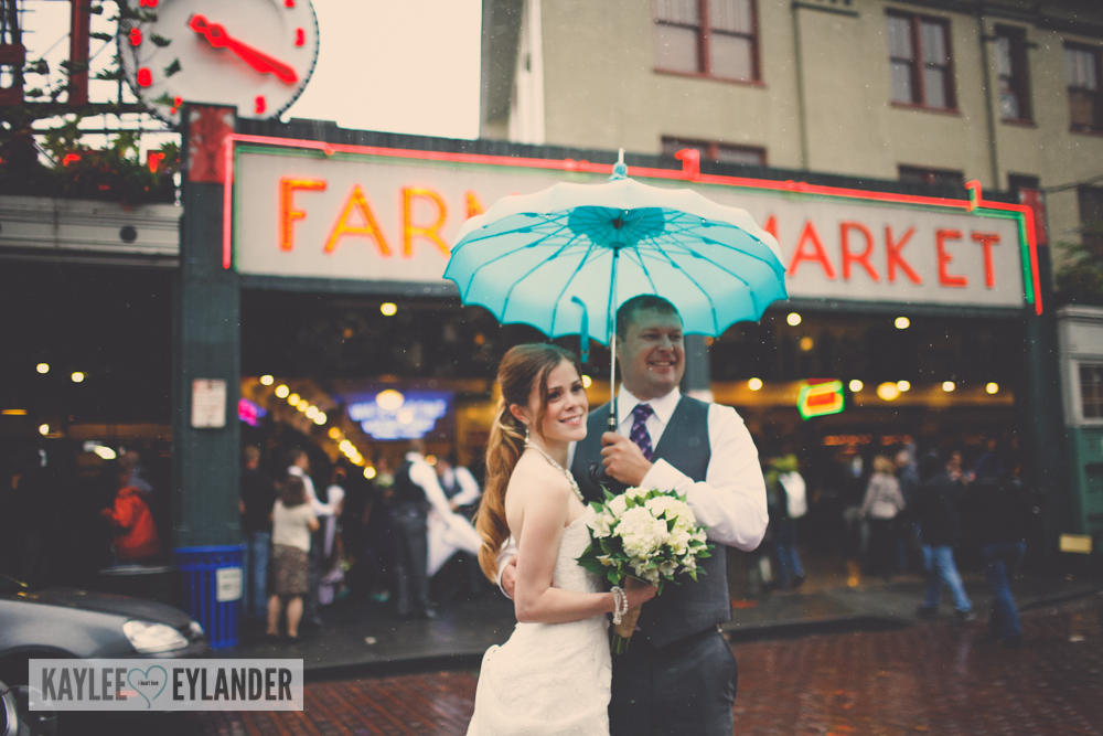 pike place market wedding 16 Tri Cities Wedding Photographer | Pike Place Market Wedding | DIY Weddings