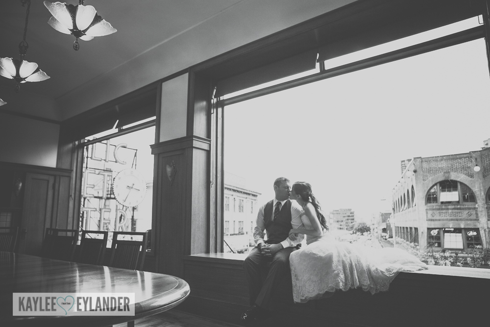 pike place market wedding 4 Tri Cities Wedding Photographer | Pike Place Market Wedding | DIY Weddings